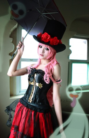 one_piece_perona_by_deicn911-d3dr2lz